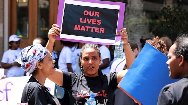 Des Éthiopiennes protestent pour leurs droits lors d'une manifestation dans la capitale libanaise.
