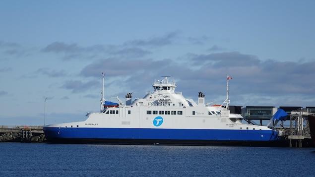 Le Saaremaa accosté au quai de Matane.