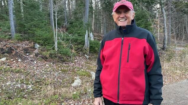 Un randonneur dans le parc national du Mont-Tremblant
