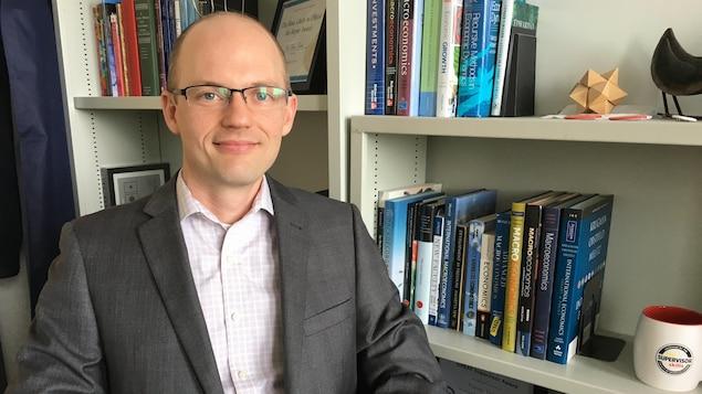 Portrait du professeur d'économie Trevor Tombe