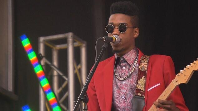 L'un des artistes en prestation lors du 11e festival Trois-Rivières en blues.