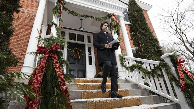 Prime Minister Justin Trudeau arrives for a news conference on the COVID-19 pandemic outside his residence at Rideau Cottage in Ottawa, on Wednesday, Dec. 23, 2020. THE CANADIAN PRESS/Justin Tang