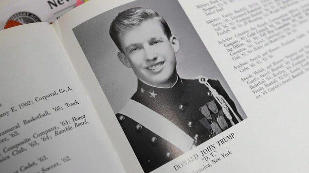Photo de Donald Trump dans l'album de 1964 de l'Académie militaire de New York