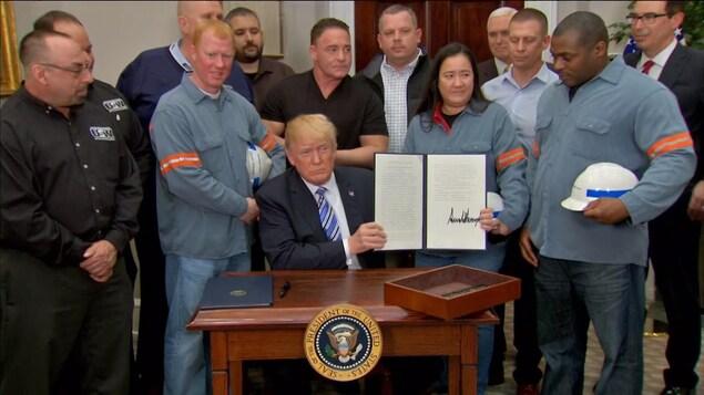 Donald Trump a signé jeudi les déclarations imposant des droits de douane sur les
