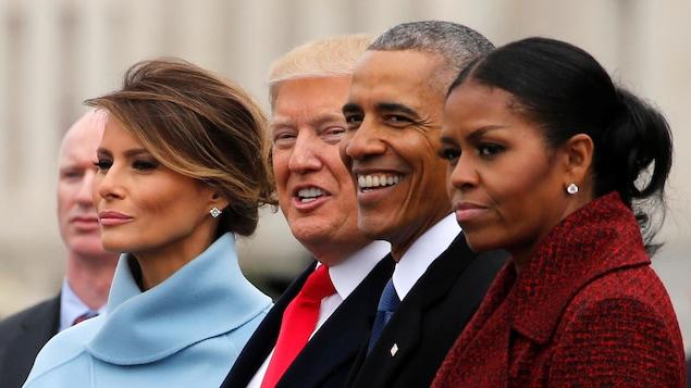 Le couple Trump, Michelle et Barack Obama lors de la journée d'assermentation du nouveau président à Washington. Michelle Obama pourfend Donald Trump dans ses mémoires.