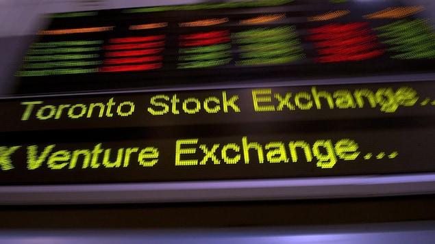 Une bande défilante où on voit les mots « Toronto Stock Exchange ».