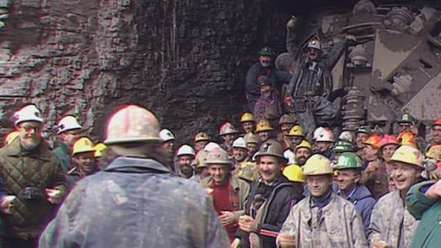 Les mineurs le jour où le creusage du tunnel a été terminé.