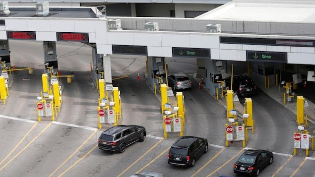 Le poste frontière américain à l'entrée du tunnel reliant les villes de Windsor en Ontario et de Détroit au Michigan