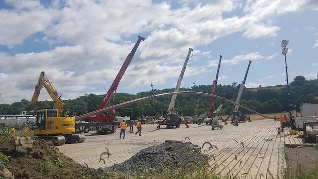 Le chantier d'enfouissement des tuyaux à l'île d'Orléans