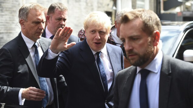 Boris Johnson quitte son bureau de Westminster à Londres, lundi.