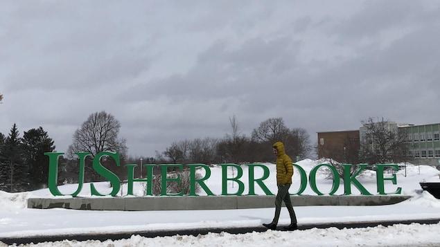 Le campus de l'Université de Sherbrooke en hiver.
