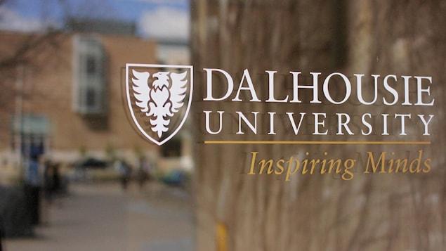 Logo de l'université Dalhousie à Halifax en N.-É.