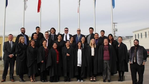Les étudiants du nouveau programme de droit d'Iqaluit lors de leur rentrée en septembre 2017. Un partenariat entre le Collège de l'Arctique du Nunavut, l'Université de la Saskatchewan et le gouvernement du Nunavut.