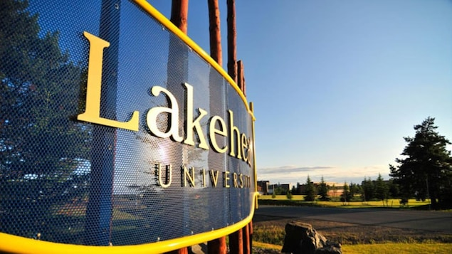 Enseigne de l'Université Lakehead de Thunder Bay en Ontario.