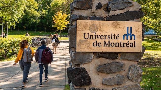 Des étudiants sur le campus de l'Université de Montréal.