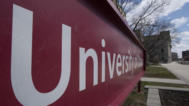 Université d'Ottawa.