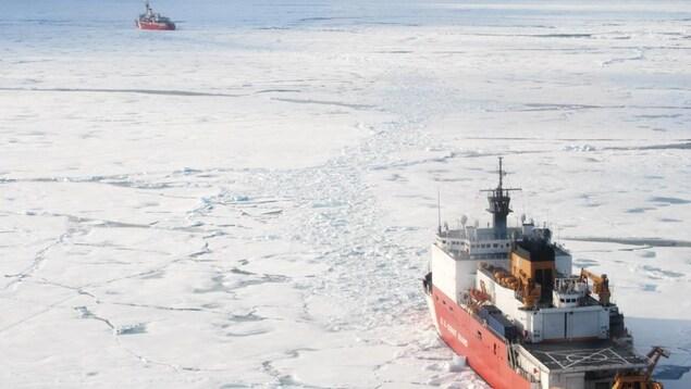Bateaux sur la glace