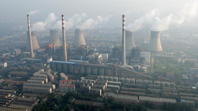 Vue aérienne d'une centrale au charbon chinoise.