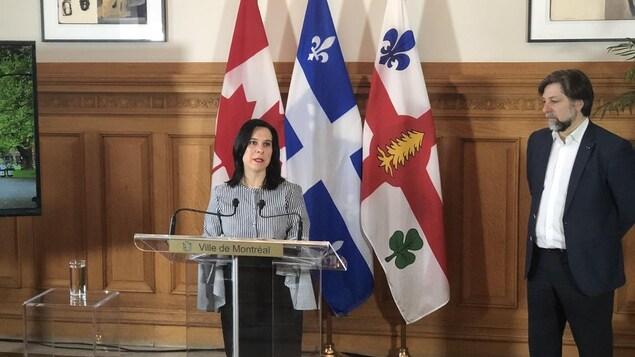La mairesse en point de presse. À ses côtés, Luc Ferrandez.