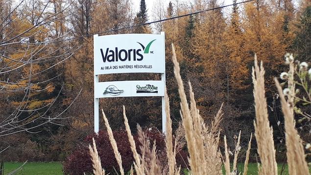 L'affiche Valoris en arrivant sur le site à Bury.