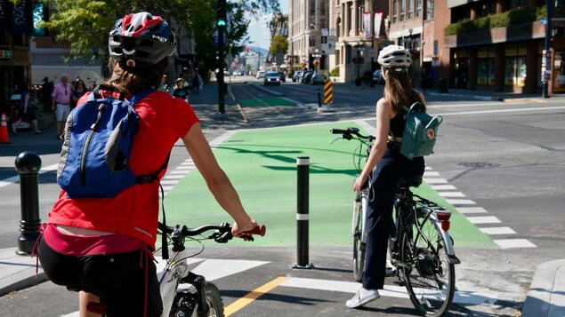 Des cyclistes à Victoria.