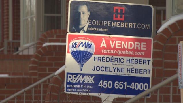 Une pancarte à vendre dans l'arrondissement Rosemont–La Petite-Patrie.