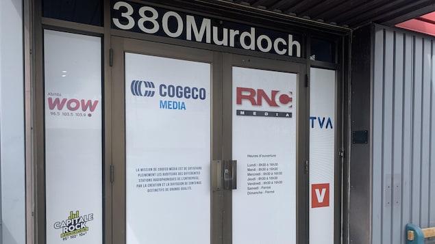 Les portes de la station de radio et télé de RNC Média.