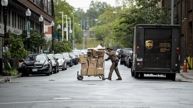 Statistique Canada a confirmé vendredi matin ce dont on se doutait bien : les ventes en ligne ont fait un bond important durant la pandémie.