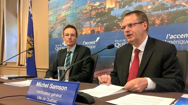 Michel Samson présente son rapport annuel 2017 lors d'une conférence de presse à l'hôtel de ville de Québec le 19 juin 2018.