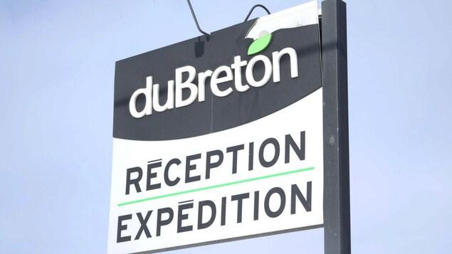 Une pancarte qui indique la réception de l'usine de Viandes du Breton, à Rivière-du-Loup.