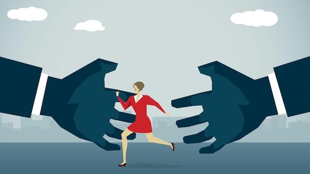 Illustration d'une femme tentant d'échapper à deux mains géantes.