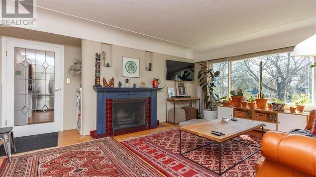 Un séjour ensoleillé dans une maison de Victoria.
