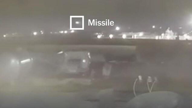 Image montrant les missiles et l'avion en mouvement.