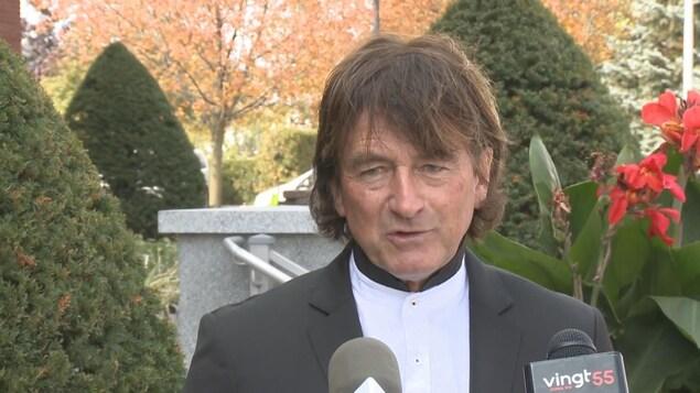 Alain Carrier lors d'une entrevue.