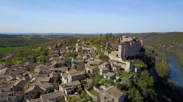 Le village français de Bruniquel