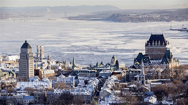 Vue du Vieux-Québec et du Château-Frontenac, en hiver.