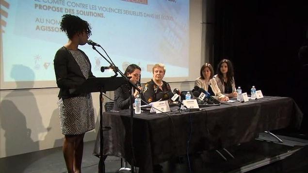 Différents intervenants du Comité contre les violences sexuelles dans les écoles ont organisé une conférence de presse pour sensibiliser la population au problème.