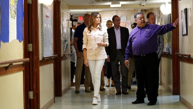 Melania Trump se promène dans le centre pour enfants migrants Upbring New Hope, situé près de la frontière entre les États-Unis et le Mexique.