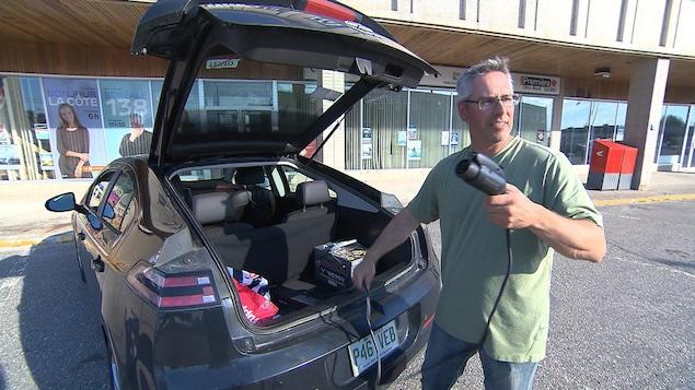 Le propriétaire d'un véhicule électrique, avec sa recharge personnelle.