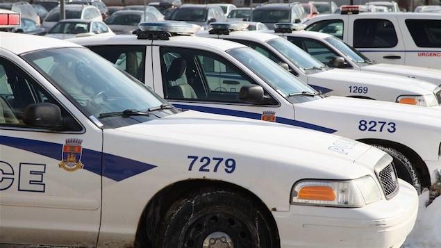 Des voitures du Service de police de la Ville de Québec.