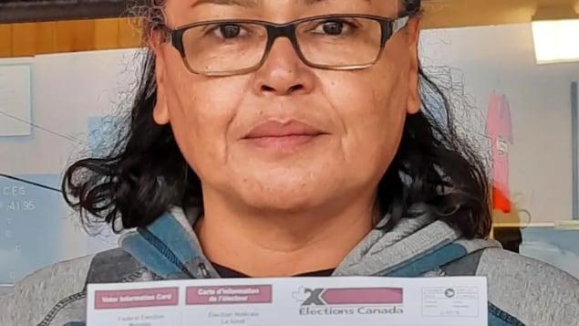 Angela Petiquan  没有投票是因为她的选民卡信息有误,而且投票站很远。