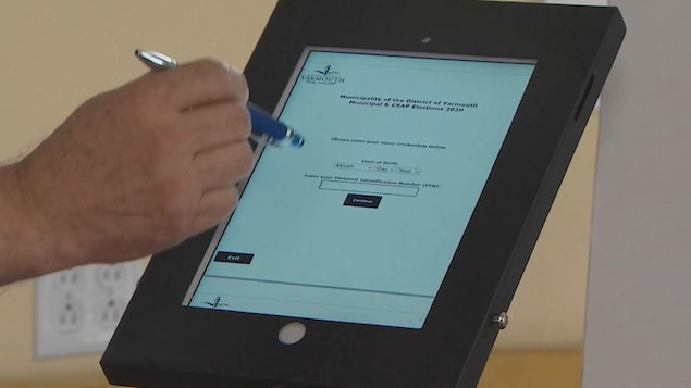 Un ipad qui permet le vote en ligne.