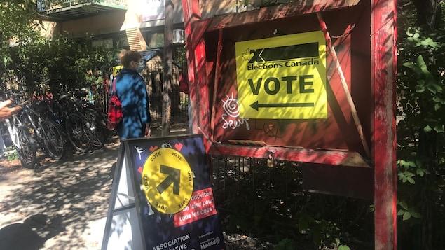 位于St-Urbain的大选投票站,也是加拿大选举网站上标志的最接近蒙特利尔唐人街的一个投票站。