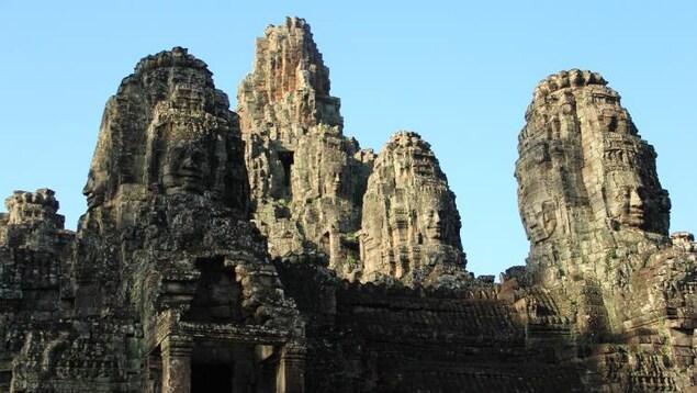 Le Bayon, au Cambodge, est surnommé le temple des visages.
