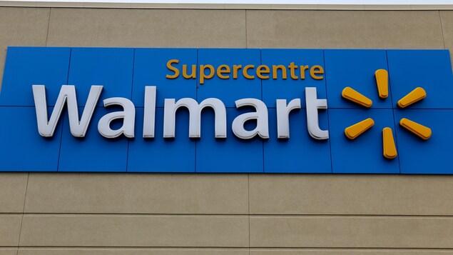 L'enseigne du magasin Walmart au centre commercial Fleur de Lys à Québec