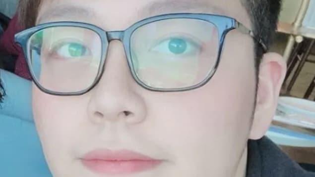 Gros plan sur un jeune chinois