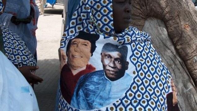 Lors de la venue du guide libyen Mouammar Kadhafi à Dakar en 2006, des wax à son effigie et celle du président sénégalais d'alors Abdoulaye Wade avaient été créés.