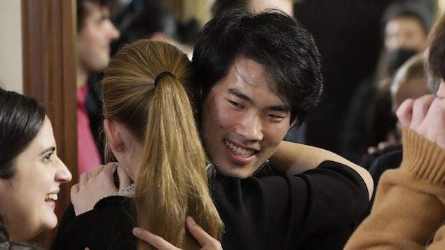 加拿大华裔钢琴家刘晓禹在10月20日举办的第18届肖邦国际钢琴比赛中,获得第一名。