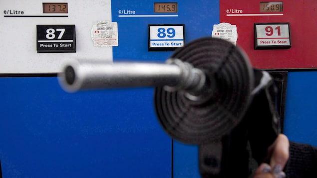 Un piston dans une station-service.
