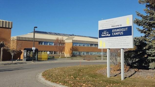 Le campus Aymdigut du Yukon College.